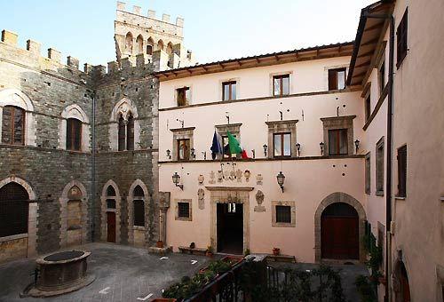 Borgo di San Casciano dei Bagni - Piazza della Repubblica