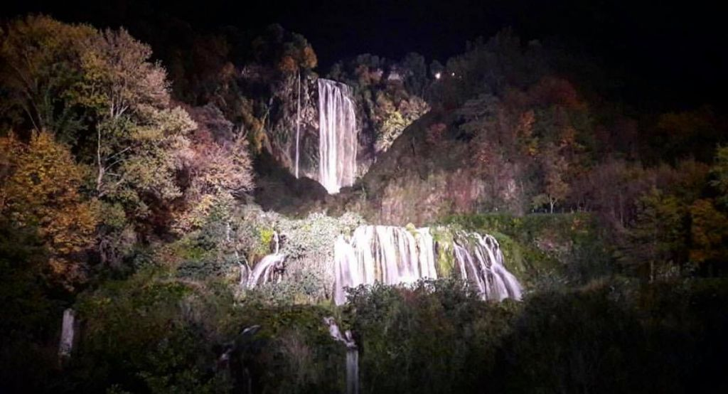 Cascata Marmore di Notte