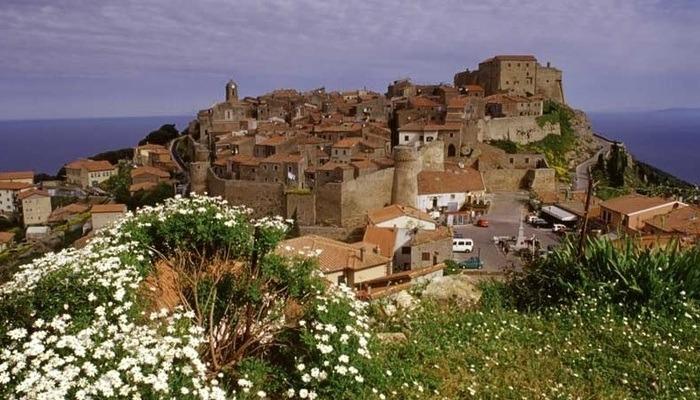 Castello sola del giglio - Borghi della Toscana