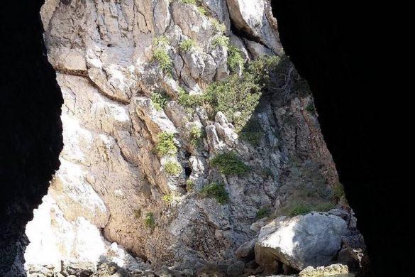 Grotta delle Viole Puglia
