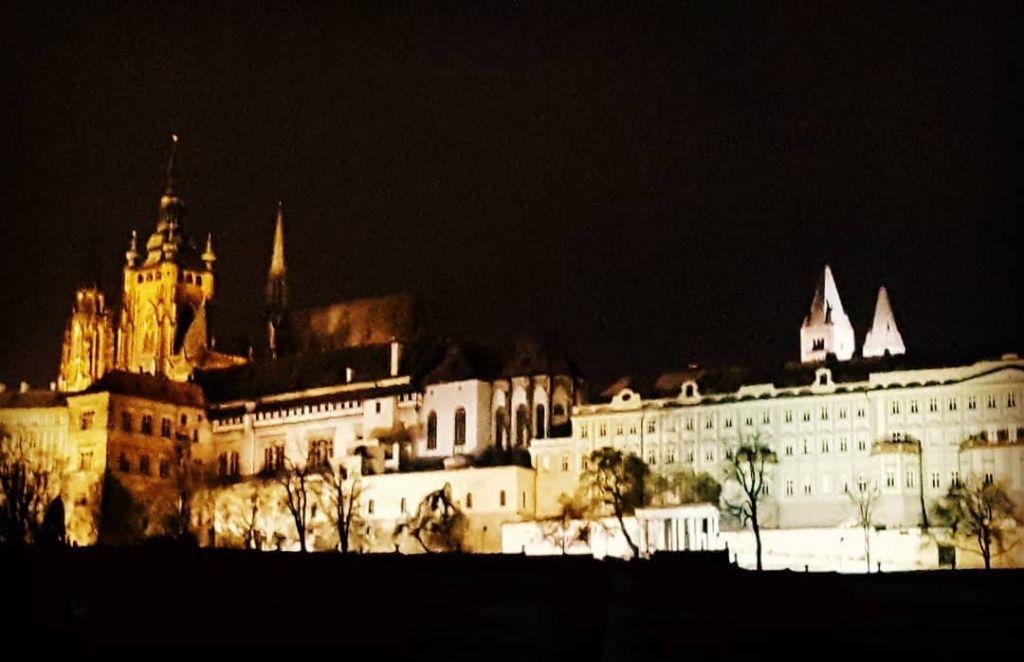 Castello di Praga foto notturna