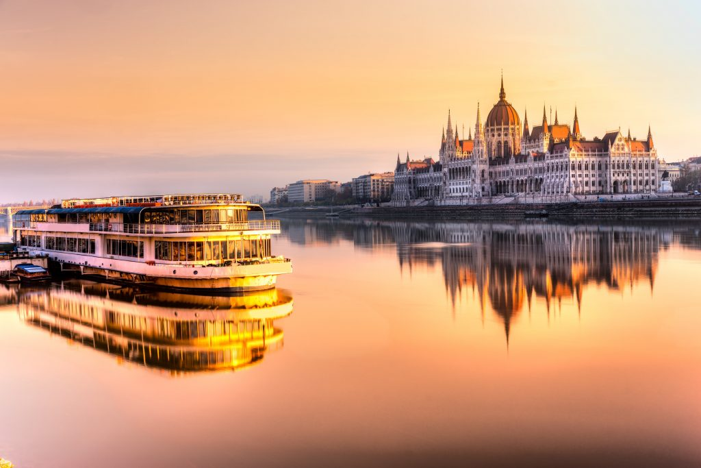 Budapest, giro in battello sul Danubio